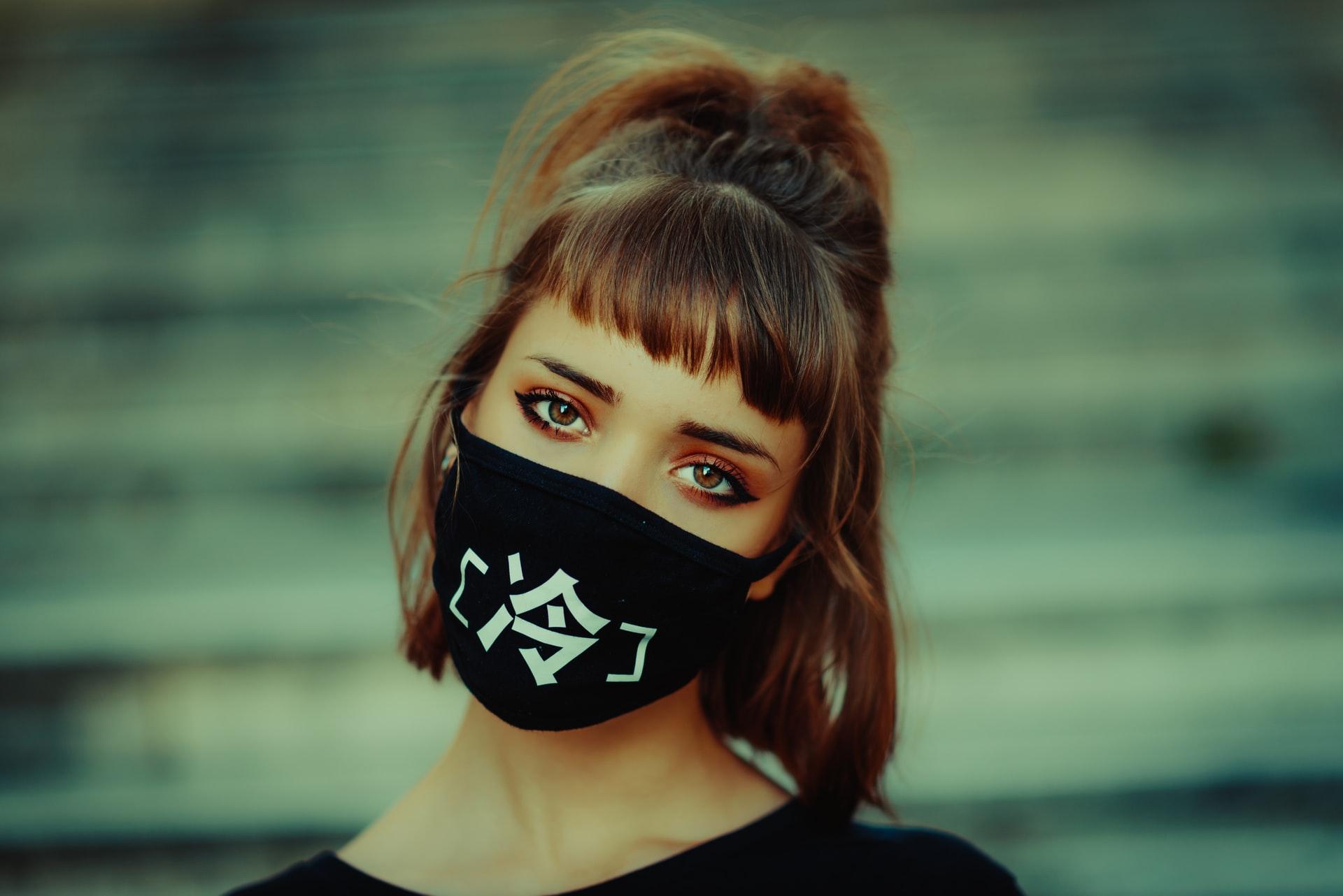 Spanische Virologin Margarita del Val sagt wir müssen solange die Maske tragen bis wir uns daran gewöhnt haben