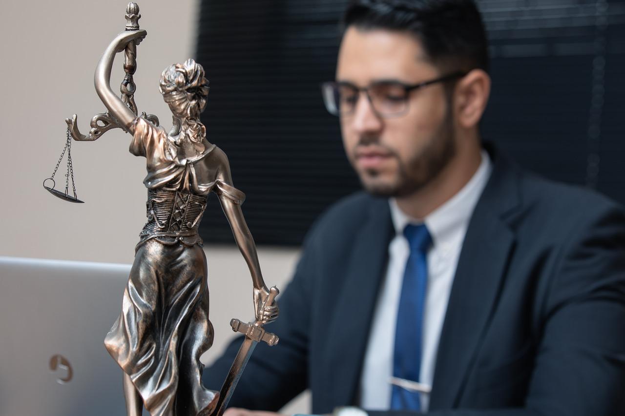 Mehr als 2500 Richter fordern dass die EU vor dem Risiko eines schwerwiegenden Verstoßes gegen die Rechtsstaatlichkeit in Spanien handelt