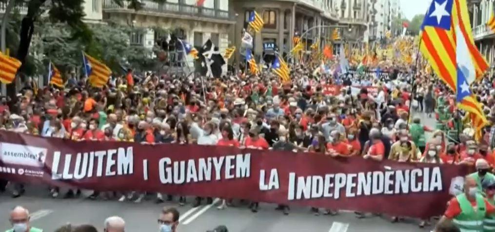 Tausende Menschen auf den Straßen von Barcelona bei der Unabhängigkeitsdemonstration von la Diada